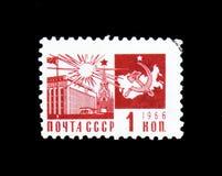 O palácio do emblema dos congressos, do Kremlin e do comunismo com mapa, cerca de 1966 Imagens de Stock