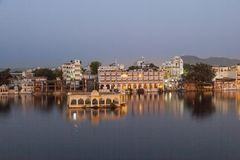 O palácio do lago, Udaipur na noite Fotos de Stock Royalty Free