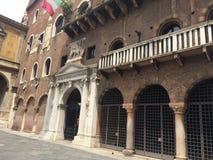 O palácio do Podestàem Verona fotos de stock royalty free