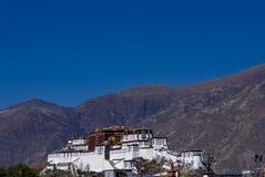 O palácio do potala com montanha Imagem de Stock Royalty Free