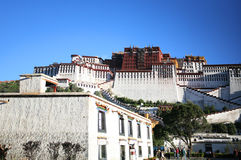O palácio do potala, lhasa em tibet Foto de Stock Royalty Free