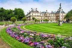 O palácio em jardins de Luxemburgo, Paris de Luxemburgo, França Foto de Stock Royalty Free