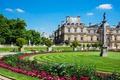 O palácio em jardins de Luxemburgo, Paris de Luxemburgo, França Imagens de Stock