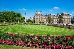 O palácio em jardins de Luxemburgo, Paris de Luxemburgo, França Imagens de Stock Royalty Free