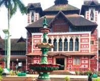 O palácio foi estabelecido em 1855 [3] em 1874, a construção velha do palácio foi demulida e a fundação para a construção nova er imagens de stock royalty free