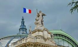 O palácio grande em Paris Imagem de Stock Royalty Free