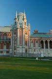 O palácio grande no parque de Tsaritsyno em Moscou fotos de stock