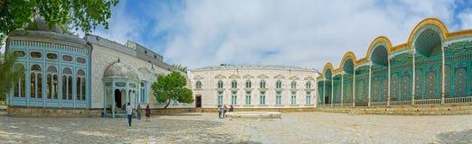 O palácio nas cores brancas e azuis Foto de Stock Royalty Free