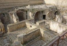 O palácio Shirvanshah, arruina do bathhouse na cidade velha Icheri Sheher de Baku, Azerbaijão foto de stock royalty free