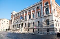 O Palazzo Montecitorio em agosto 8,2013 em Praça del Parlamento em Roma, Itália. Imagens de Stock