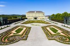 O palácio real em Viena durante o jardim ensolarado do príncipe do dia de mola vie Foto de Stock