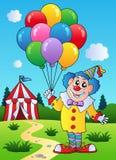 O palhaço com balões aproxima a barraca Fotografia de Stock