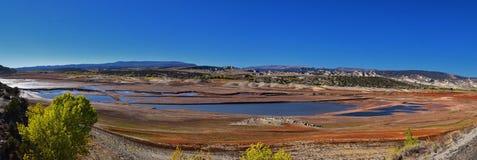 O panorama ajardina vistas da estrada à área e ao reservatório de recreação nacional do desfiladeiro do ardor que conduzem o nort imagem de stock