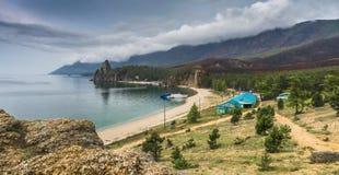O panorama da baía é Sandy baikal imagens de stock royalty free