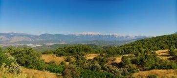 O panorama de montanhas do peru com céu azul Foto de Stock Royalty Free
