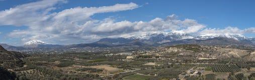 O panorama disparou ao lado da montanha arcaeological do siteand IDA de Festos Foto de Stock Royalty Free
