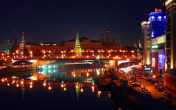 O panorama do Kremlin na noite Foto de Stock Royalty Free
