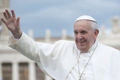 O papa Francis abençoa fiel Fotografia de Stock Royalty Free