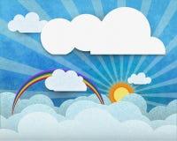 O papel abstrato cortou com sol, luz do sol, a nuvem branca e o arco-íris no fundo da textura da cor de água azul Foto de Stock