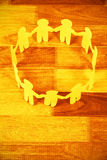 O papel amarelo cortou figuras círculo do formimg na tabela Imagens de Stock Royalty Free