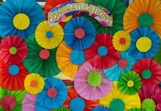 O papel colorido dobrou-se em um fundo circular fotos de stock royalty free
