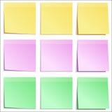 O papel de nota cobre cores diferentes Foto de Stock