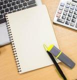 O papel vazio do livro é uso para pôr algumas textos ou imagens Fotos de Stock