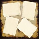 O papel vazio do vintage quatro cobre em um banco de madeira Fotografia de Stock Royalty Free