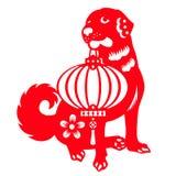 O papel vermelho cortou os cães que levam o projeto chinês do vetor dos símbolos do zodíaco das lanternas Foto de Stock Royalty Free