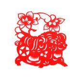 O papel vermelho cortou símbolos de um zodíaco do porco fotos de stock royalty free