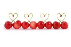 O par de cereja doce frutifica com a haste dada forma coração Imagem de Stock Royalty Free