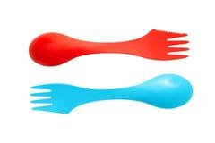 O par de cutelaria de acampamento varicolored plástica utiliza ferramentas colheres e para Fotografia de Stock