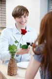 O par está no café Imagem de Stock