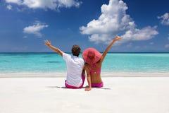 O par feliz aprecia seu tempo de férias Fotografia de Stock Royalty Free