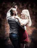 O par novo dança a salsa do Cararibe Foto de Stock