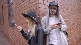O par passa demasiada hora em seus telefones filme