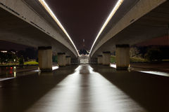 O parlamento abriga pontes na noite fotos de stock royalty free