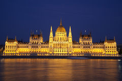 O parlamento de Budapest da noite Foto de Stock Royalty Free