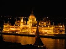 O parlamento de Budapest na noite Fotografia de Stock