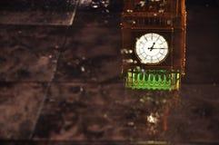 O parlamento de Londres em uma poça Fotografia de Stock Royalty Free