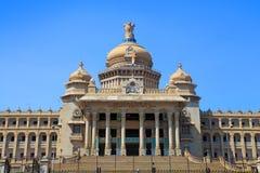 O parlamento do estado de Karnataka abriga na cidade de Bangalore, Índia imagens de stock