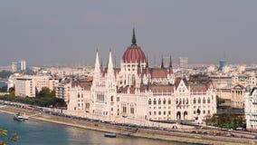 O parlamento e Danube River de Budapest video estoque