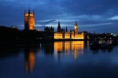 O parlamento e a Tamisa fotografia de stock royalty free