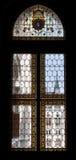 O parlamento húngaro manchado da janela, Hungria imagem de stock