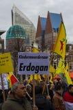 O parlamento holandês da parte externa curdo da reunião do protesto em Haia, os Países Baixos Imagem de Stock Royalty Free