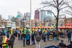 O parlamento holandês da parte externa curdo da reunião do protesto que demonstra contra Turquia e o presidente turco Tayyip Erdo Imagem de Stock