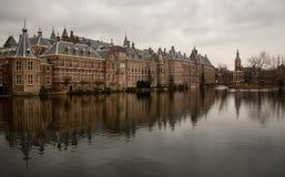 O parlamento holandês no dia nublado fotos de stock royalty free