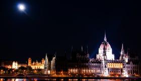 O parlamento no luar Imagens de Stock Royalty Free