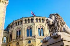 O parlamento norueguês Stortinget em Oslo, Noruega imagem de stock