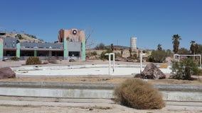 O parque abandonado da água do rockahoola em Newberry salta Califórnia Fotos de Stock Royalty Free